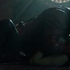 Gamora escucha a Quill hablar de sus sentimientos.