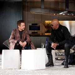 Stark y Fury discuten sobre el Reactor Arc.