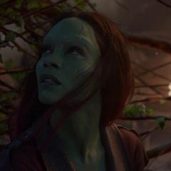 Gamora es salvada por Groot.