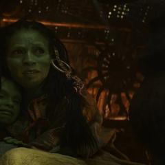 Gamora y su madre ocultas durante la invasión.