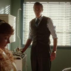 Jarvis cuida de Ana en el hospital.