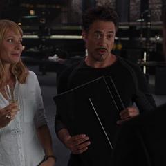 Stark es reclutado para unirse a los Vengadores.