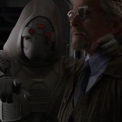 La Fantasma le exige a Pym su laboratorio portátil