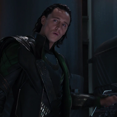 Loki se burla de Thor por caer en sus ilusiones.