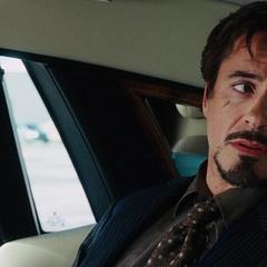 Stark pide una hamburguesa con queso y una conferencia de prensa.