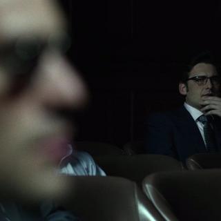 Wesley observando el juicio de John Healy.