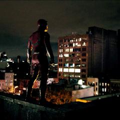 Daredevil vigilando su ciudad.