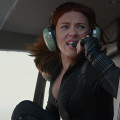 Romanoff en el helicóptero con Fury.