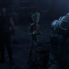 Thor encuentra un prototipo del Guantelete del Infinito.