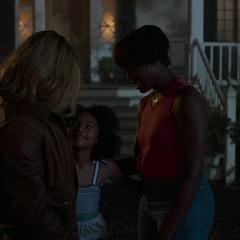 Danvers se despide de Maria y Monica Rambeau.