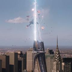 El portal del Teseracto se abre encima de la Torre Stark.