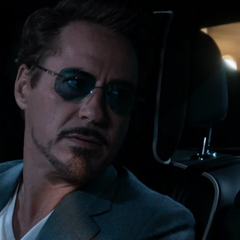 Stark habla con Parker de conservar el traje del Hombre Araña.