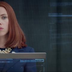 Romanoff publica información de S.H.I.E.L.D. y HYDRA en internet.