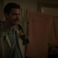 Stark infiltrado en el Hotel Griffith.