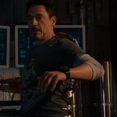 Stark preparándose para enfrentar a Rogers.