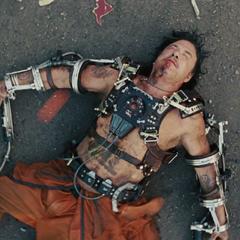 Vanko cae derrotado y Stark le quita su Reactor Arc.