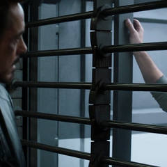 Lang molesto con Stark.