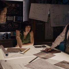 Pym le explica a Lang los detalles del plan.