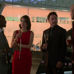 Hill durante la fiesta en la Torre de los Vengadores.