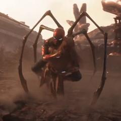 Mantis es salvada por Paker después de ser lanzada por Thanos.