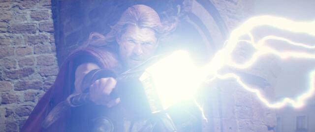 File:Thor-Destroys-Ultron-AoU.jpg