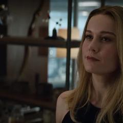 Danvers sonríe después de la demostración de Thor con el Rompetormentas.