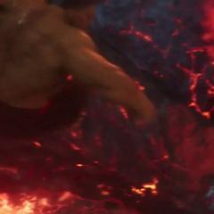 Hulk ataca el cráneo de Surtur.