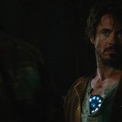 Stark es confrontado por Raza.