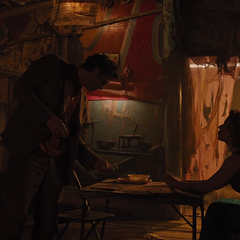 Romanoff informa a Banner del Teseracto.