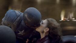 Peggy Cap kiss