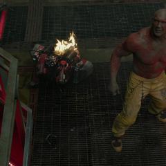 Drax decide unirse al escape.