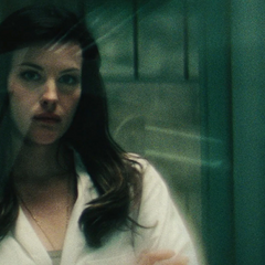 Elizabeth al inicio del experimento de Banner.