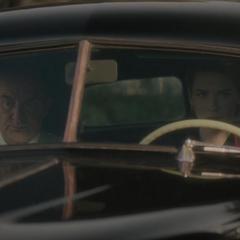 Fennhoff y Underwood llegan al Almacén de Stark.