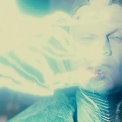 Malekith es impactado por un rayo de Thor.
