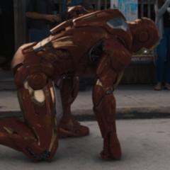 Stark dentro del Mark VII tras tener un ataque de ansiedad.