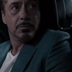 Stark descubre a Parker grabándolo.