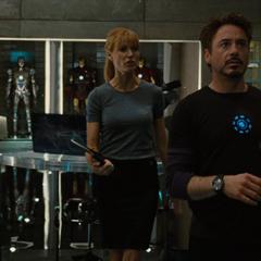 Potts molesta con Stark por regalar la colección.