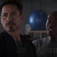 Stark recibe un paquete del cartero.