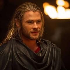 Thor celebra el fin de la Guerra de los Nueve Mundos.
