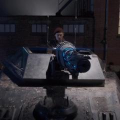 Falsworth roba un tanque de HYDRA para destuir la entrada.