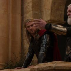 Thor es asesorado por Odín.