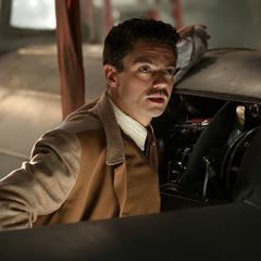 Stark analiza el vehículo de Kruger.