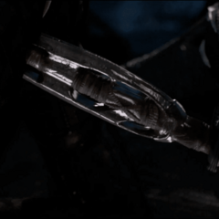 T'Challa logra apuñalar a N'Jadaka antes de que su traje se reactive.
