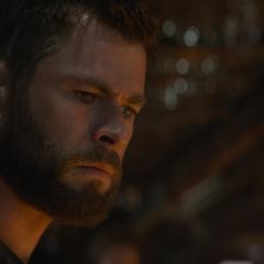 Thor descubre que Thanos destruyó las Gemas del infinito.