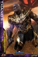 Battle Damaged Thanos Hot Toys 4