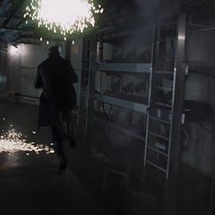 Fury huye de la base antes de que implosione.