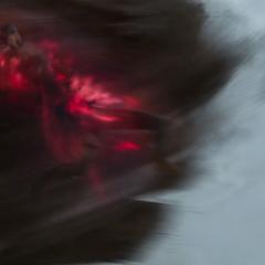 Midnight muere triturada al ser levantada por Maximoff.