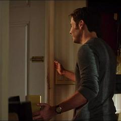 Zemo habla con la criada.