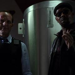 Fury le explica a Garrett que malinterpretó sus consejos.