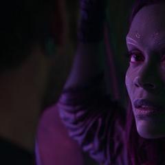Gamora le pide a Quill asesinarla Thanos la captura.